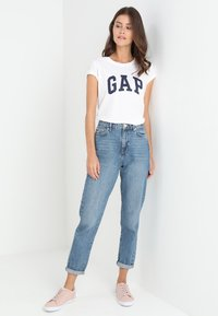 GAP - TEE - T-shirt z nadrukiem - white - 1