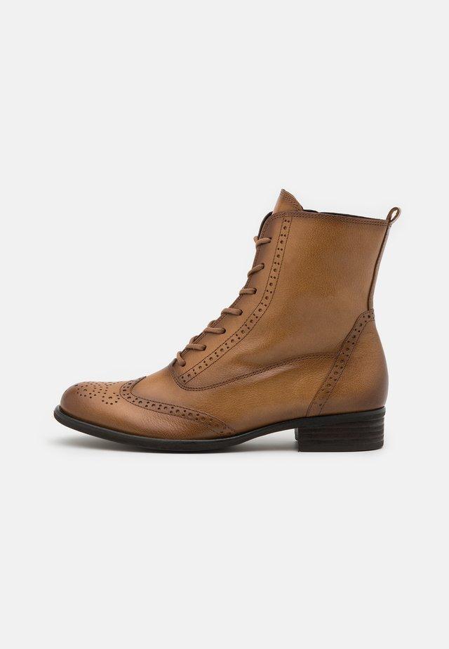 Šněrovací kotníkové boty - honey