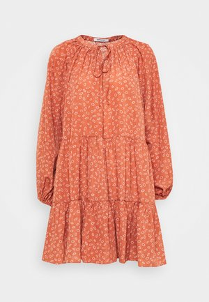 TIERED DRESS WITH PUFF LONG SLEEVES - Day dress - terracotta