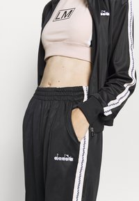 Diadora - LIGHT SUIT CHROMIA - Tracksuit - black - 7