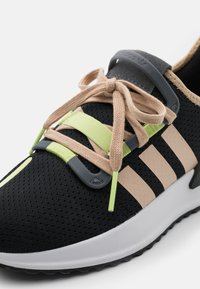adidas Originals - U_PATH RUN SHOES - Trainers - feather grey/halo gold/footwear white - 5