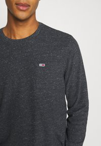 Tommy Jeans - POCKET TEE - Long sleeved top - black heather - 4