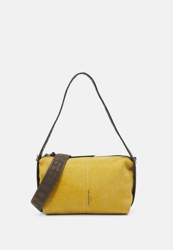 HOBO S - Handbag - dijon
