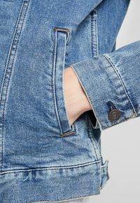 GAP - V-DENIM ICON CALM - Veste en jean - medium worn - 6