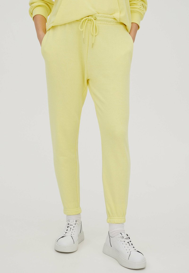 PULL&BEAR - Tracksuit bottoms - yellow
