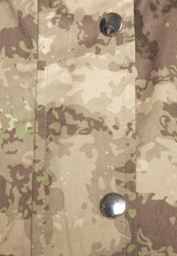 Missguided - CAMO CARGO UTILITY - Summer jacket - green - 4