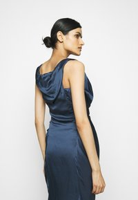 Vivienne Westwood - GINNIE PENCIL DRESS - Shift dress - avio - 4