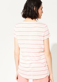 comma casual identity - MIT EMBROIDERY - Print T-shirt - light coral stripes - 2