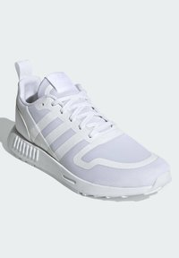 adidas Originals - SMOOTH RUNNER SHOES - Trainers - white - 2