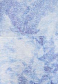 Nike Performance - HOODIE - Langærmede T-shirts - light racer blue/white - 2