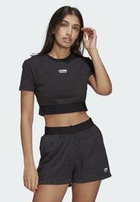 adidas Originals - R.Y.V. CROP TOP - Print T-shirt - black - 0