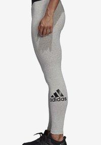 adidas Performance - MUST HAVES BADGE OF SPORT LEGGINGS - Legginsy - grey - 2