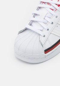 adidas Originals - SUPERSTAR UNISEX - Trainers - white - 5