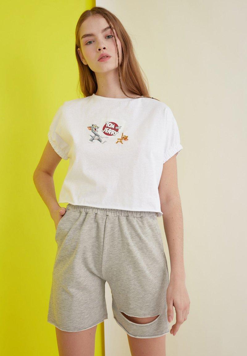 Trendyol - Shorts - grey