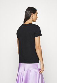 Levi's® - THE PERFECT TEE - Camiseta estampada - cavia - 2