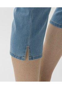 BRAX - STYLE MARY C - Denim shorts - used summer blue - 4