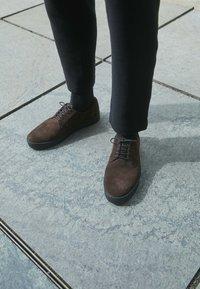 Vagabond - LUIS - Stringate sportive - dark brown - 4