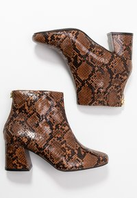 Miss Selfridge Wide Fit - WIDE FIT BRIXTON ZIP BACK SQUARE TOE - Ankle boots - brown - 3
