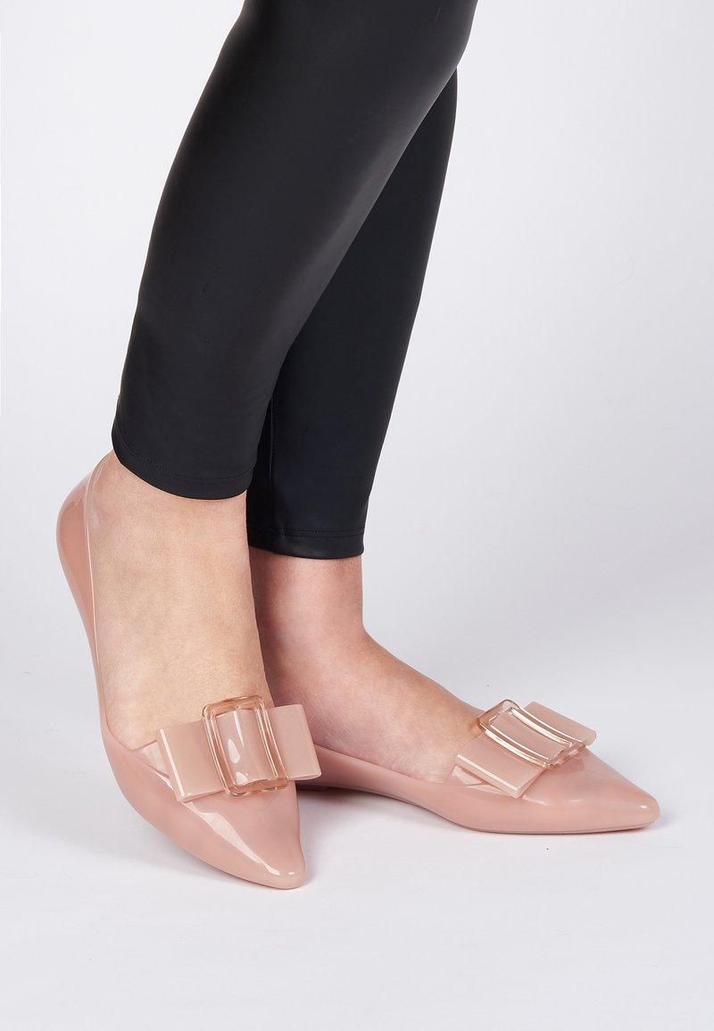 Melissa - POINTY - Bailarinas - pink/beige