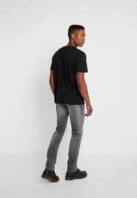 Tommy Jeans - SCANTON - Slim fit -farkut - nostrand grey - 2