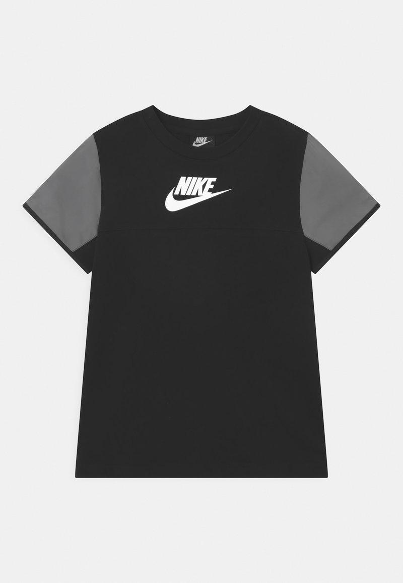 Nike Sportswear - MIXED MATERIAL - T-shirts print - black/white