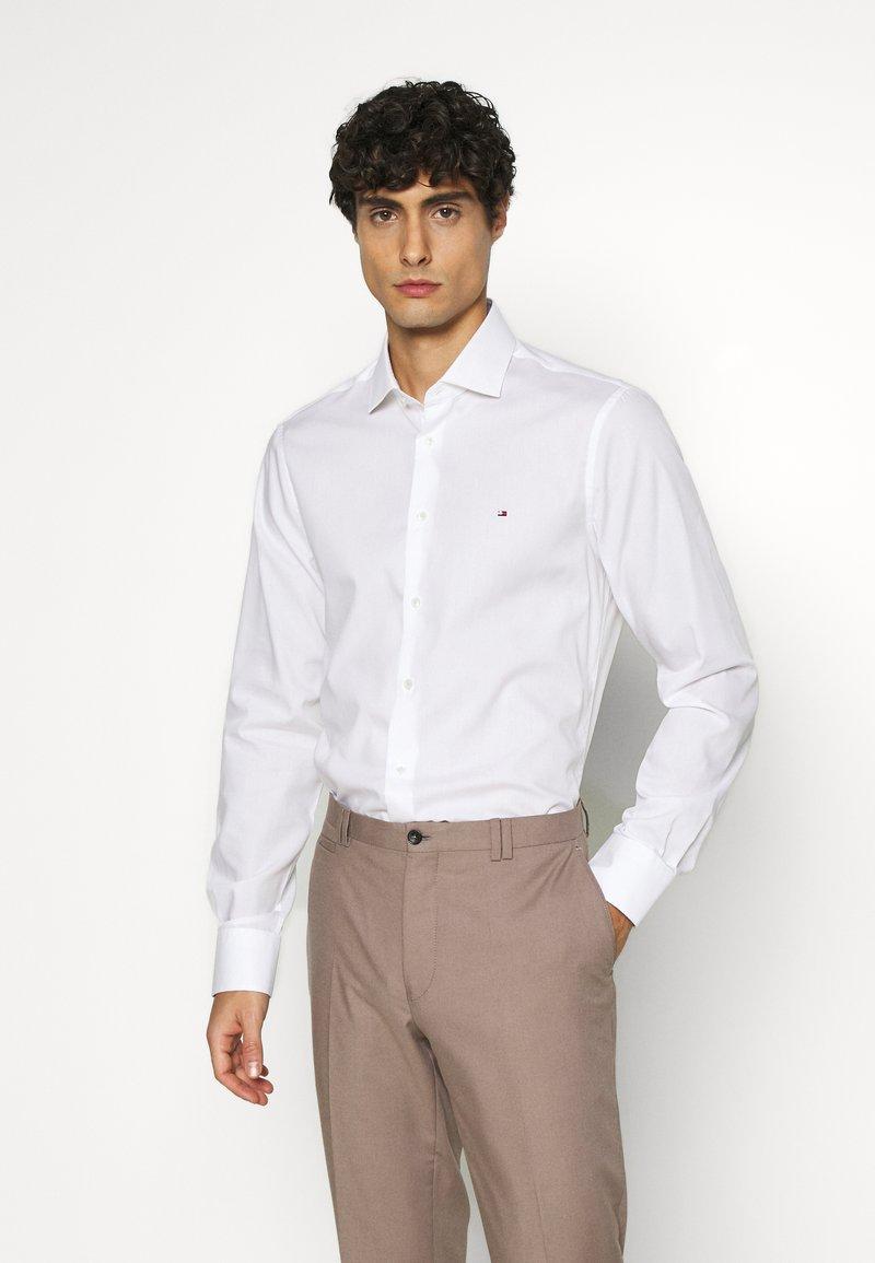 Tommy Hilfiger Tailored - Formální košile - white