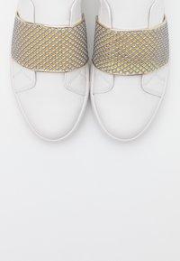 Cosmoparis - HONNY - Mocasines - blanc/or - 5