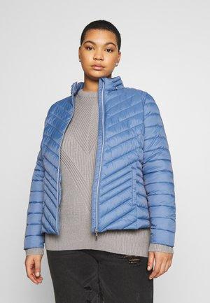 PACKAWAY SHORT LIGHTWEIGHT PADDED JACKET WITH CONCEALED HOOD - Light jacket - denim blue
