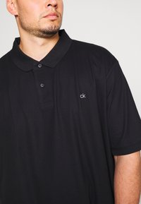 Calvin Klein - REFINED LOGO SLIM - Polo - black - 5