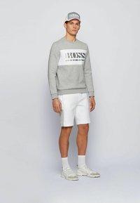 BOSS - HEADLO - Shorts - white - 1
