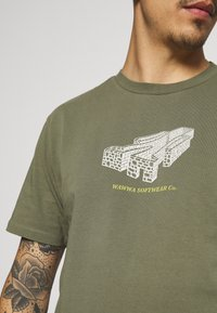 WAWWA - PAVILION UNISEX - Print T-shirt - khaki green - 5