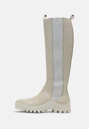 Botas con plataforma - nucleo/off white