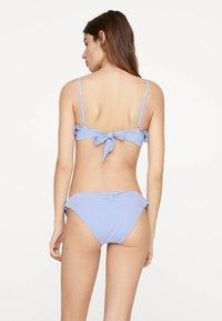 OYSHO - SEERSUCKER-BIKINIOBERTEIL 32440370 - Bikini top - light blue - 2