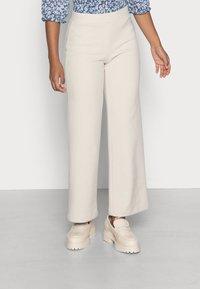 Vero Moda Petite - VMKAMMIE STRAIGHT PANT - Trousers - oatmeal - 0
