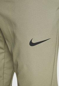 Nike Performance - FLEX VENT MAX PANT - Pantalon de survêtement - light army/black - 4