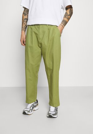 FUBAR PLEATED PANT - Tygbyxor - burnt olive