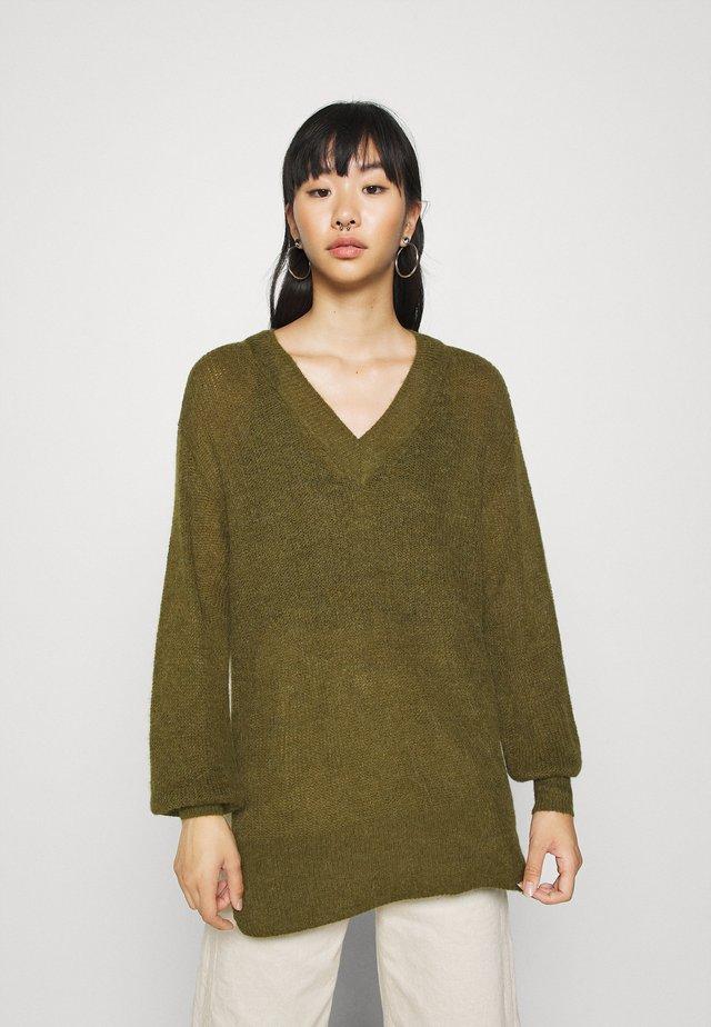 VMVILMA V NECK LONG SLIT - Jersey de punto - fir green