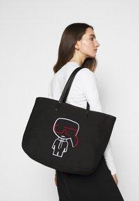 KARL LAGERFELD - IKONIK OUTLINE - Shopping Bag - black - 0