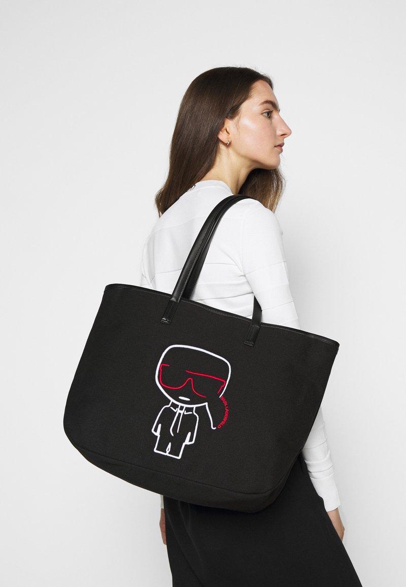 KARL LAGERFELD - IKONIK OUTLINE - Shopping Bag - black