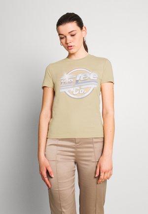 SLIM LOGO TEE - T-shirts med print - safari