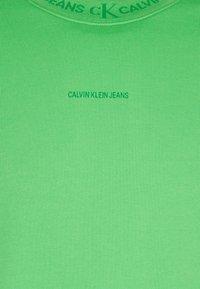 Calvin Klein Jeans - LOGO CREW NECK UNISEX - Sweatshirt - acid green - 2