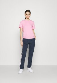 Tommy Jeans - SIDE STRIPE PANT - Trousers - twilight navy - 1