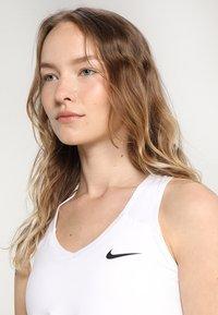 Nike Performance - TEAM PURE - Sports shirt - blanc/noir - 3