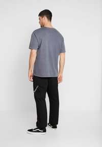 The Ragged Priest - PLEATED TROUSERS WITH KEY CHAIN - Tygbyxor - black - 2