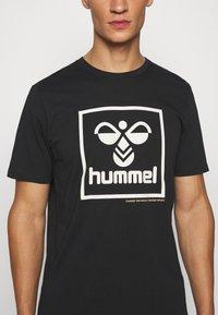 Hummel - HMLISAM - Print T-shirt - black - 5