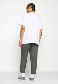 Vintage Supply - CASUAL CHECK TROUSER - Trousers - black - 2