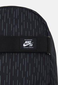 Nike Sportswear - COURTHOUSE - Ryggsäck - black/white - 3