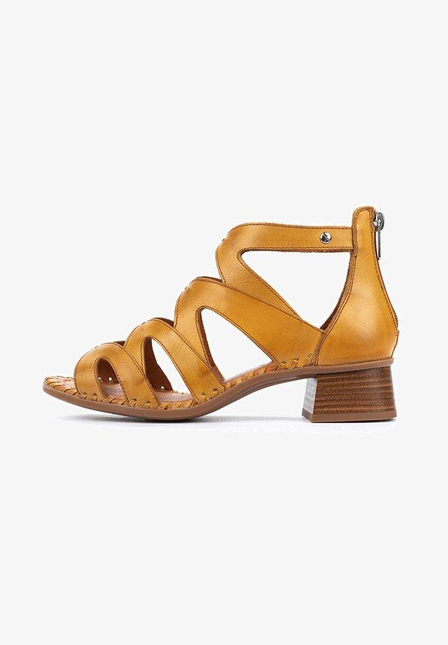 MELILLA  - Sandals - honey