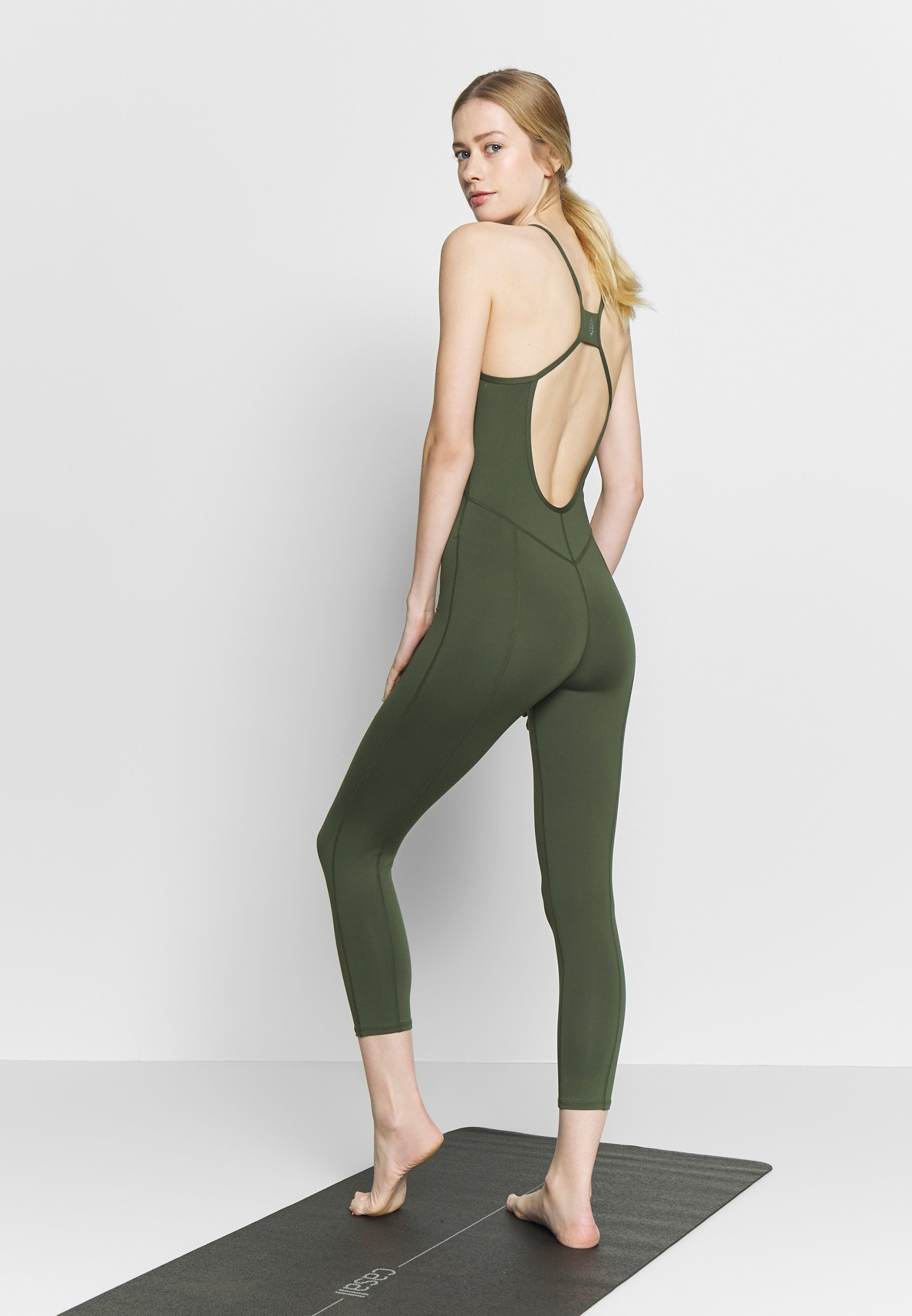 Free People SIDE TO SIDE PERFORMANCE - Gym suit - green tEGmf