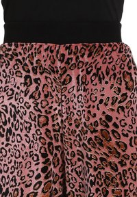 faina - Tracksuit bottoms - pink leo - 3
